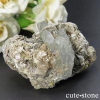 四川省 Mt Xuebaoding産 アクアマリンの母岩付き原石 105gの画像