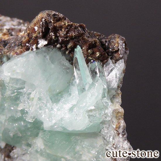 フォスフォフィライトの母岩付き結晶 30g