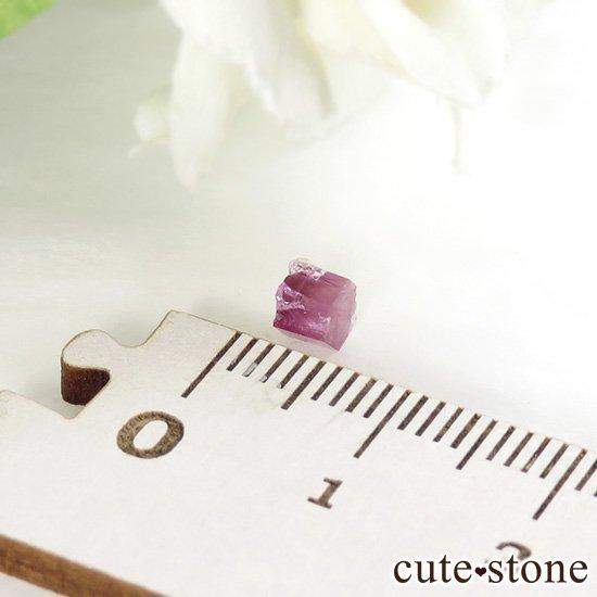 アメリカ ユタ州産 レッドベリルの結晶 0.5ctの写真2 cute stone