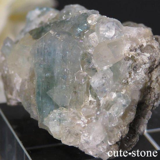ブラジル産 ユークレースの母岩付き結晶(原石・クラスター) 25.8gの写真0 cute stone