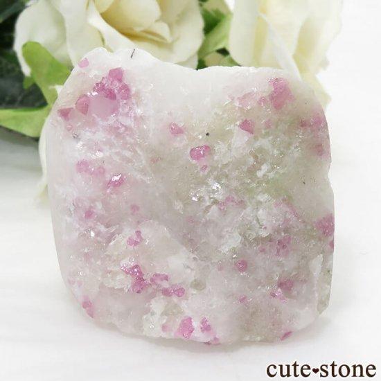 ベトナム産 ピンクスピネルの母岩付き結晶 (原石) 84g