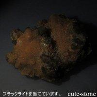 貴州省産 燐光カルサイトのクラスター(原石)137gの画像