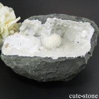 オケナイトの母岩付き原石 496gの画像