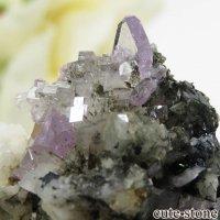 パキスタン スカルドゥ産 パープルアパタイトの母岩付き結晶(原石) 19.8gの画像