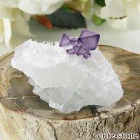 中国 江西省産 パープルフローライトの母岩付き八面体結晶(原石)9gの画像