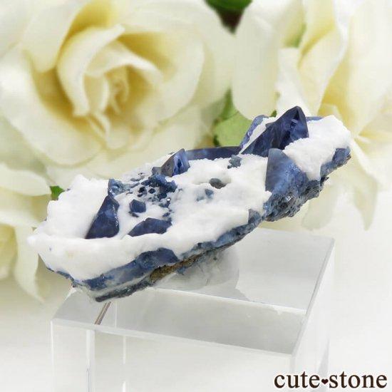 カリフォルニア産 ベニトアイトの母岩付き結晶(原石) 13.1gの写真1 cute stone
