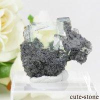 中国 Xianghualing Mine産 グリーンフローライトの母岩付き結晶(原石)7.8gの画像