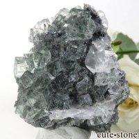 中国 Xianghualing Mine産 グリーンフローライト&カルサイトの母岩付き結晶(原石)64.2gの画像