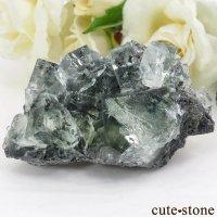 中国 Xianghualing Mine産 グリーンフローライトの母岩付き結晶(原石)75.4gの画像