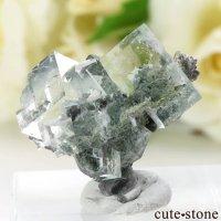 中国 Xianghualing Mine産 グリーンフローライトの母岩付き結晶(原石)7.2gの画像