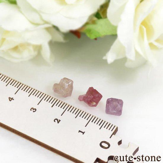 ミャンマー モゴク産 スピネルの結晶 3点セット No.1の写真1 cute stone