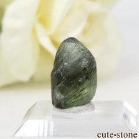 パキスタン産 ルドウィヒ石入りペリドットの結晶(原石)5.7ctの画像