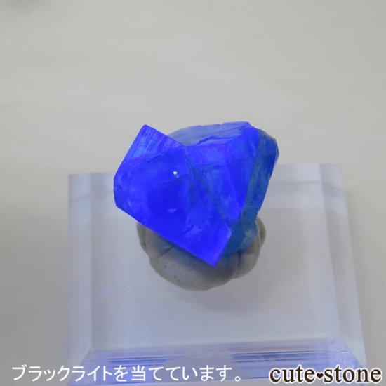 イングランド ロジャリー鉱山産 蛍光フローライトの結晶(原石)4.1gの写真4 cute stone