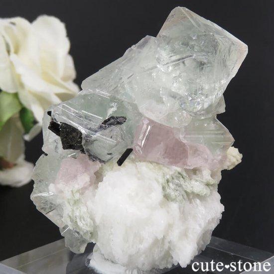 パキスタン スカルドゥ産 ピンクグリーンフローライト&ピンクアパタイト&ブラックトルマリンの原石 81gの写真0 cute stone