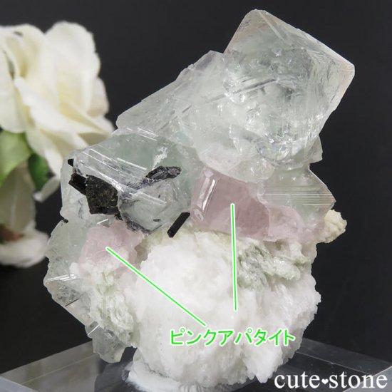パキスタン スカルドゥ産 ピンクグリーンフローライト&ピンクアパタイト&ブラックトルマリンの原石 81gの写真1 cute stone