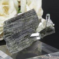 パキスタン スカルドゥ産 アクアマリン&モスコバイトの母岩付き結晶(原石)54gの画像