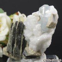 パキスタン スカルドゥ産 アクアマリン&モスコバイトの母岩付き結晶(原石)71gの画像