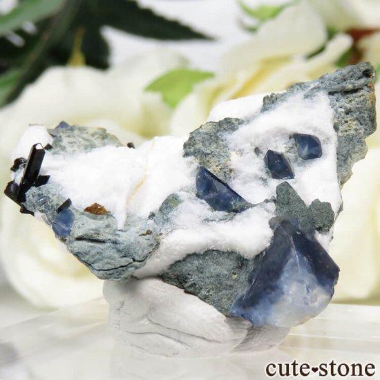 カリフォルニア産 ベニトアイト&ネプチュナイトの母岩付き結晶(原石) 7.4gの写真0 cute stone