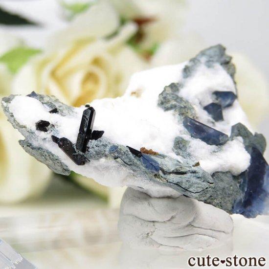 カリフォルニア産 ベニトアイト&ネプチュナイトの母岩付き結晶(原石) 7.4gの写真1 cute stone