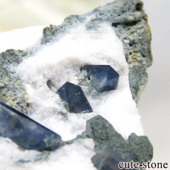 カリフォルニア産 ベニトアイト&ネプチュナイトの母岩付き結晶(原石) 7.4gの写真5 cute stone
