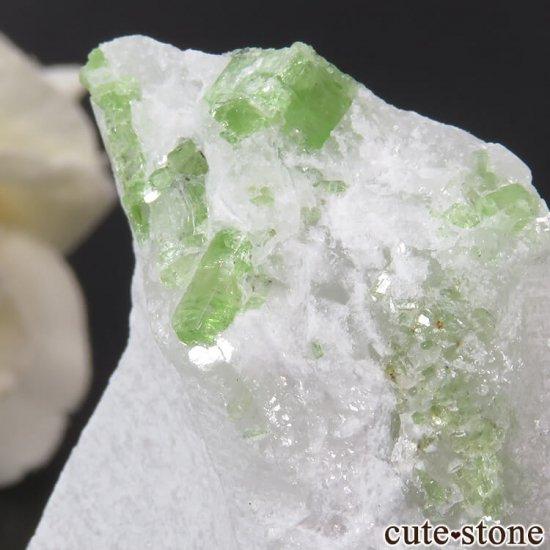 ベトナム産 パーガサイトの母岩付き結晶 (原石) 23gの写真1 cute stone
