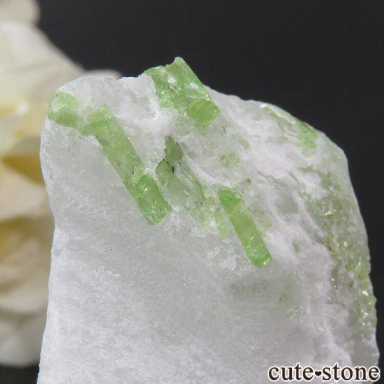 ベトナム産 パーガサイトの母岩付き結晶 (原石) 23gの写真2 cute stone