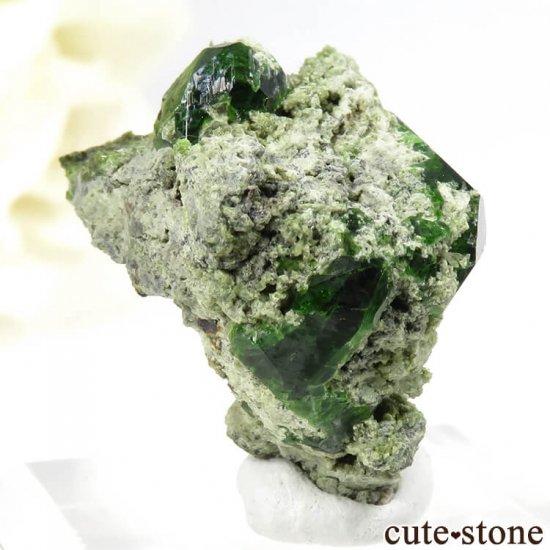 イラン Belqeys Mountain産のデマントイドガーネットの母岩付き原石 7.3gの写真1 cute stone
