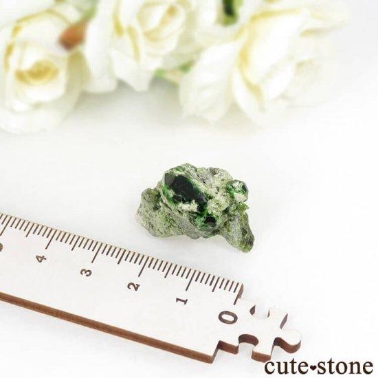 イラン Belqeys Mountain産のデマントイドガーネットの母岩付き原石 7.3gの写真5 cute stone