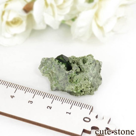 イラン Belqeys Mountain産のデマントイドガーネットの母岩付き原石 11.8gの写真5 cute stone