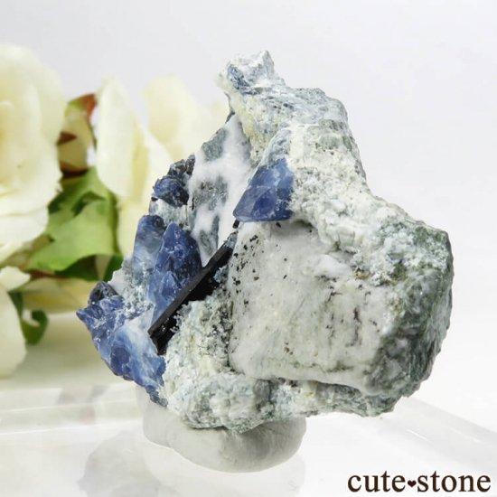 カリフォルニア産 ベニトアイト&ネプチュナイトの母岩付き結晶(原石) 24.2gの写真0 cute stone
