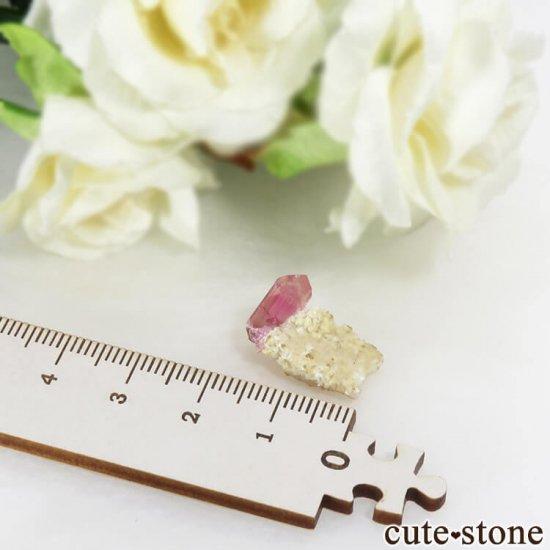 マダガスカル産 ピンクトルマリンの母岩付き結晶(原石) 1.5gの写真5 cute stone