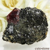 パキスタン Astor産 ジルコンの母岩付き結晶(原石)20gの画像
