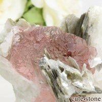 パキスタン Chumar Bakhoor産 ピンクフローライト&モスコバイトの母岩付き結晶(原石) 53gの画像