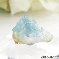 コロンビア産 ユークレースの母岩付き結晶(原石) 1.1gの画像