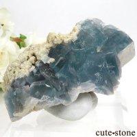 イタリア シチリア島(シシリー)産 ブルーフローライトの母岩付き結晶(原石) 110gの画像