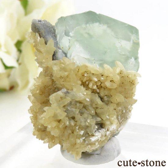 モンゴル産 グリーンフローライト&カルサイトの母岩付き結晶(原石) 47.2gの写真0 cute stone