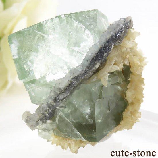 モンゴル産 グリーンフローライト&カルサイトの母岩付き結晶(原石) 47.2gの写真2 cute stone