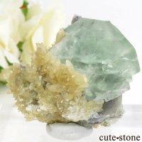 モンゴル産 グリーンフローライト&カルサイトの母岩付き結晶(原石) 47.2gの画像