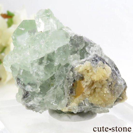 モンゴル産 グリーンフローライト&カルサイトの母岩付き結晶(原石) 62.1gの写真1 cute stone