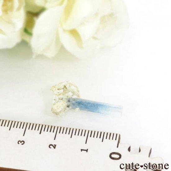 ナミビア エロンゴ産 アクアマリンの母岩付き結晶(原石)1.0gの写真3 cute stone