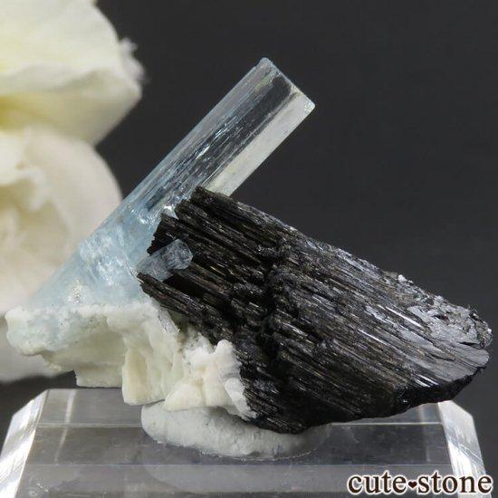 ナミビア エロンゴ産 アクアマリン&ショールの母岩付き結晶(原石)6.3g