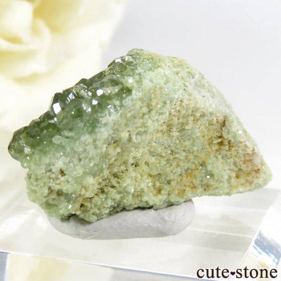 マダガスカル産のデマントイドガーネットの母岩付き原石 11.2gの写真1 cute stone