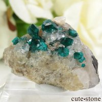 カザフスタン産のダイオプテーズの母岩付き結晶(原石)8gの画像
