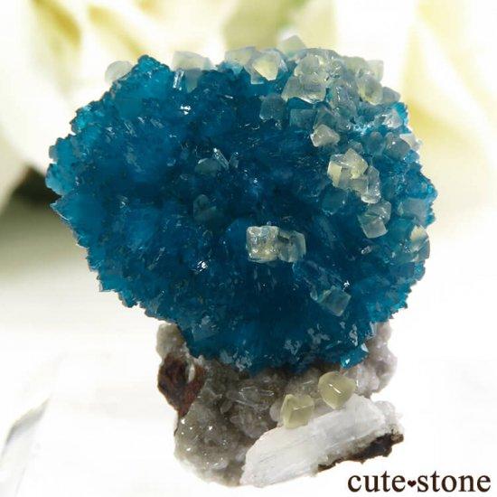 インド プネー産 カバンサイト&カルサイトの母岩付き結晶(原石) 5.1gの写真1 cute stone