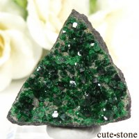 ロシア産 ウバロバイトガーネットの母岩付き結晶(原石)14.1gの画像