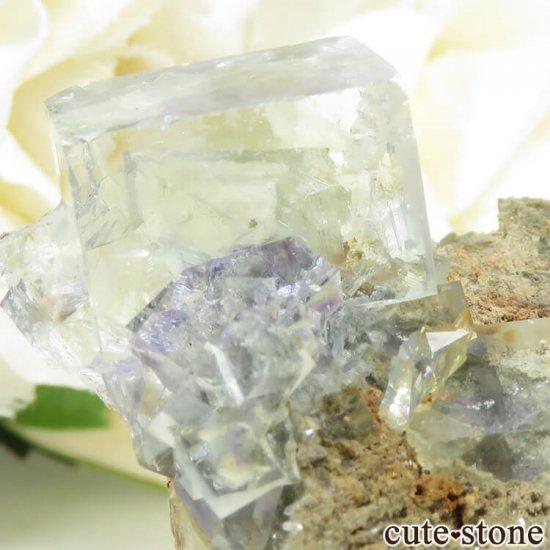 中国 湖南省産 フローライトの母岩付き結晶(原石)18.1gの写真3 cute stone