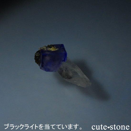 ヤオガンシャン産 ブルーフローライト&クォーツ 5.5gの写真3 cute stone