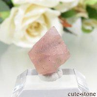 中国 内モンゴル産のピンクフローライトの結晶(原石)1.3gの画像