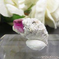 アメリカ ユタ州産 レッドベリルの母岩付き結晶 3.2ctの画像