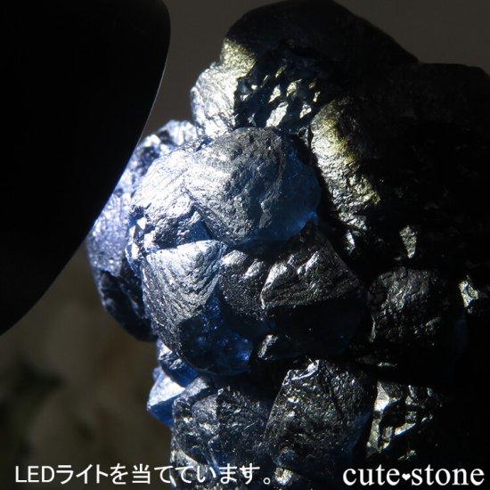 中国 内モンゴル産 Huanggang産 ディープブルーフローライト&クォーツの原石 75gの写真3 cute stone